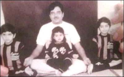 Sonakshi sinha old pictures with brothers and father