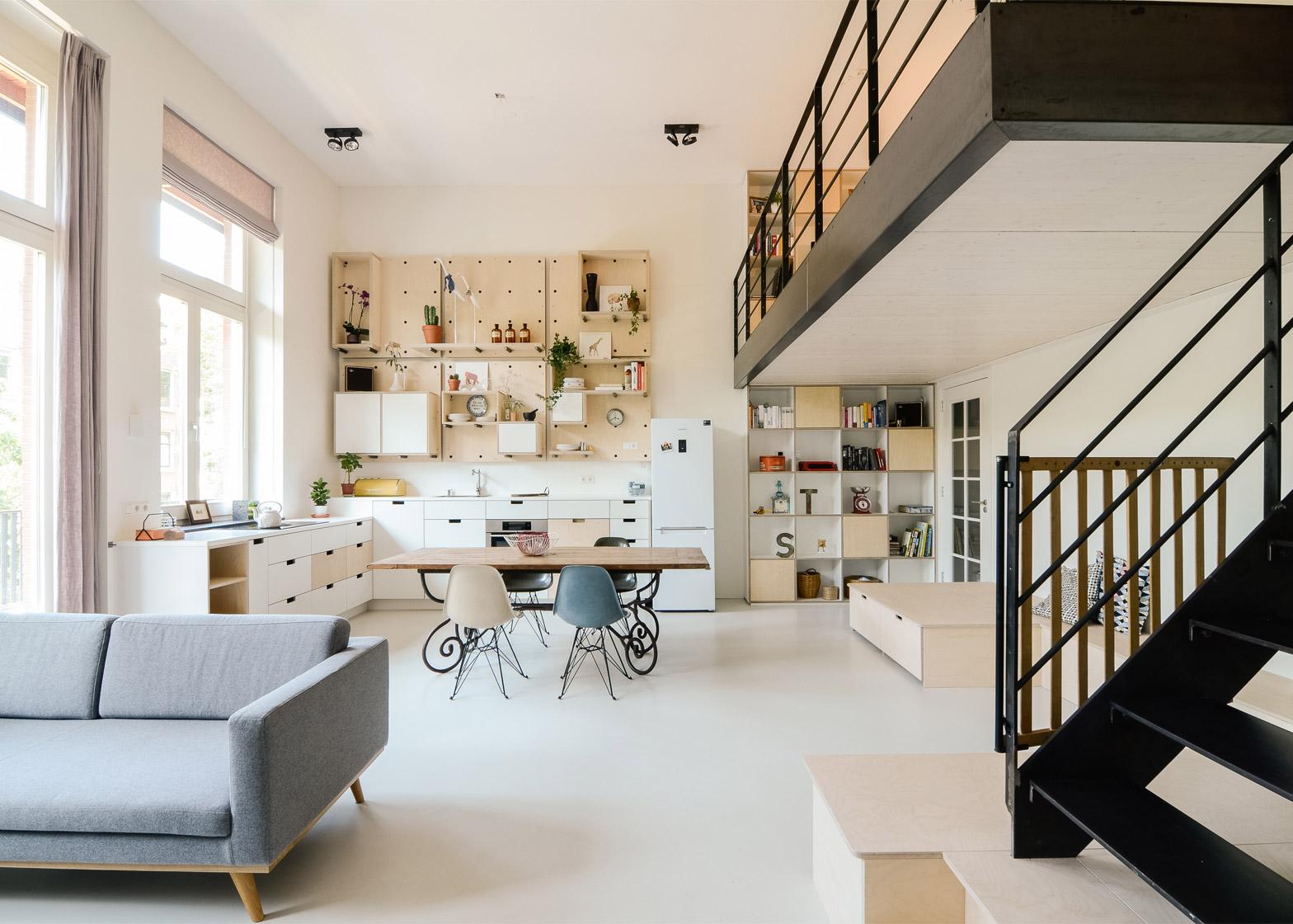 Scuola per insegnanti trasformata in appartamento loft ad for Appartamento amsterdam 8 persone