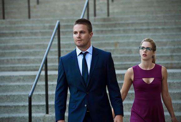 Oliver y Felicity en el capitulo 3x01 de Arrow