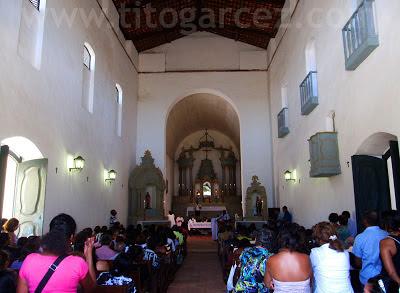 Interior da igreja Nossa Senhora do Amparo durante festa de Nosso Senhor dos Passos, em São Cristóvão - Sergipe - Por Tito Garcez