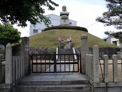 http://asalasah.blogspot.com/2012/04/6-monumen-yang-aneh-di-dunia.html