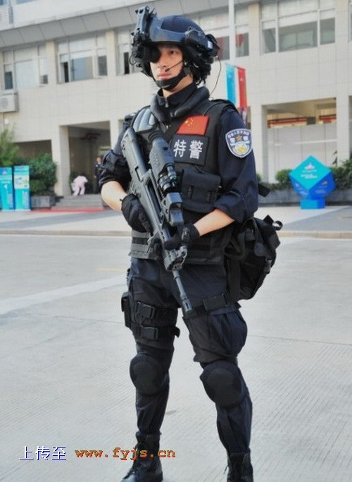 Police Chinoise  Chinese+People%2527s+Liberation+Army+Special+Operations+Forces+Nspecial+services+force+Policemen+from+the+Special+Weapons+and+Tactics+%2528SWAT%2529+team+stand+Chinese+Digital+Soldier+System+technology+at+2011+%25285%2529