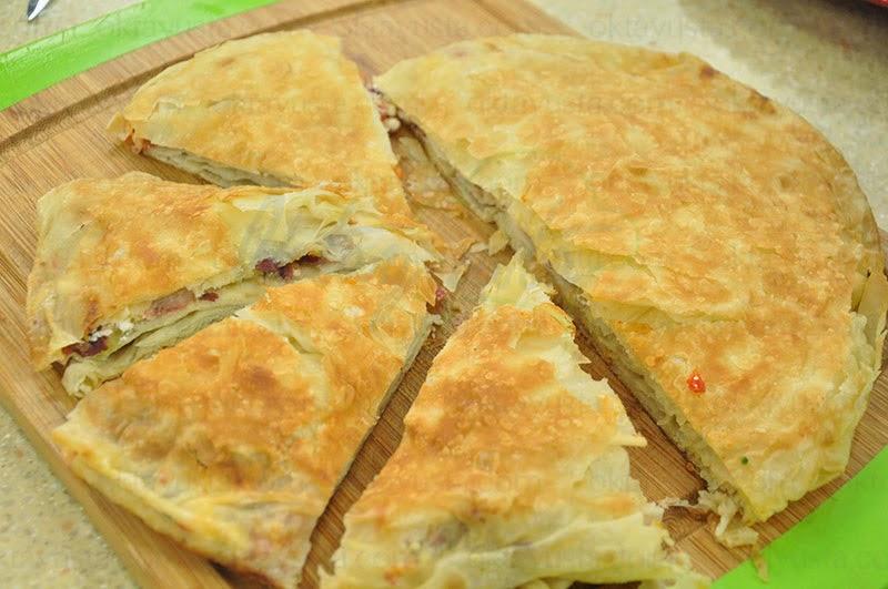 Lor Peynirli Pastırmalı Tava Böreği Tarifi