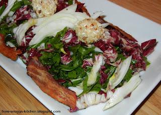 Radicchio-Rucola-Fenchel-Salat mit Ricotta-Haselnuss-Bällchen und Bacon