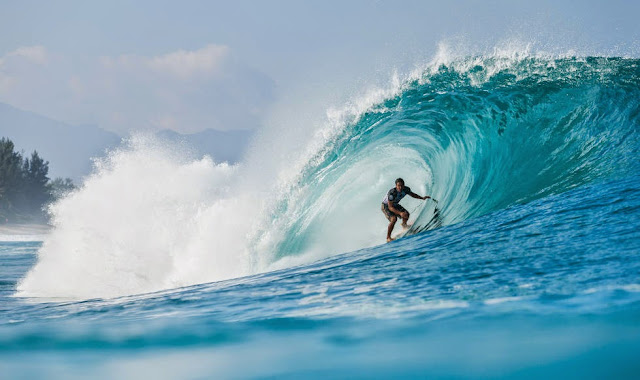 49 Billabong Pipe Masters 2014 Kai Barger Foto ASP