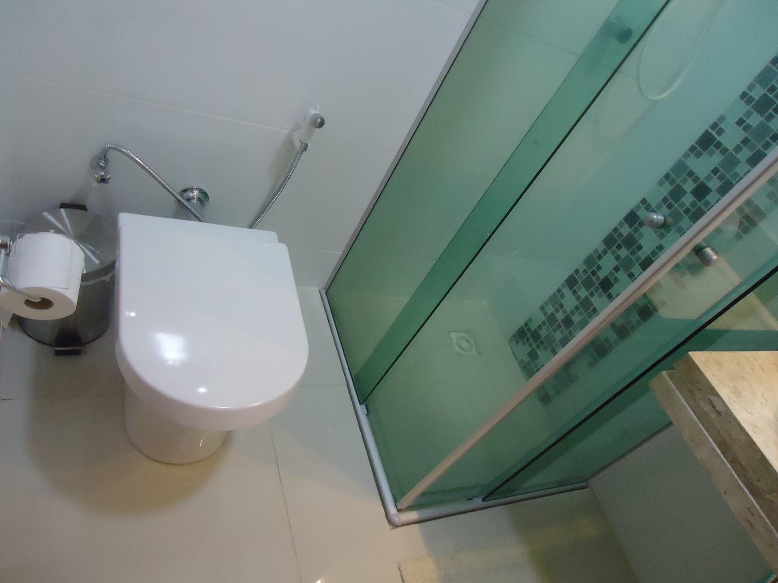 Vaso sanitário Roca Nexo/ Tábua amortecedora Roca Nexo/Porcelanato  #886E43 1600x1200 Banheiro Com Pastilha Atras Do Vaso Sanitario