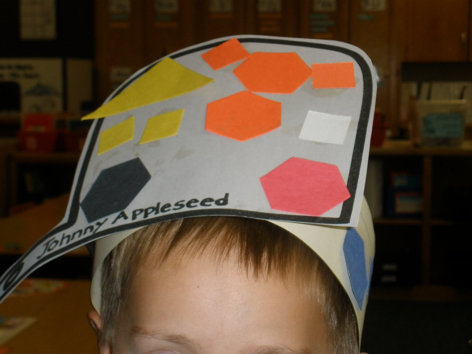 Johnny Appleseed Paper Hat Template http://theartofteachingut.blogspot.com/2011/10/sorting-on-our-johnny-appleseed-hats.html