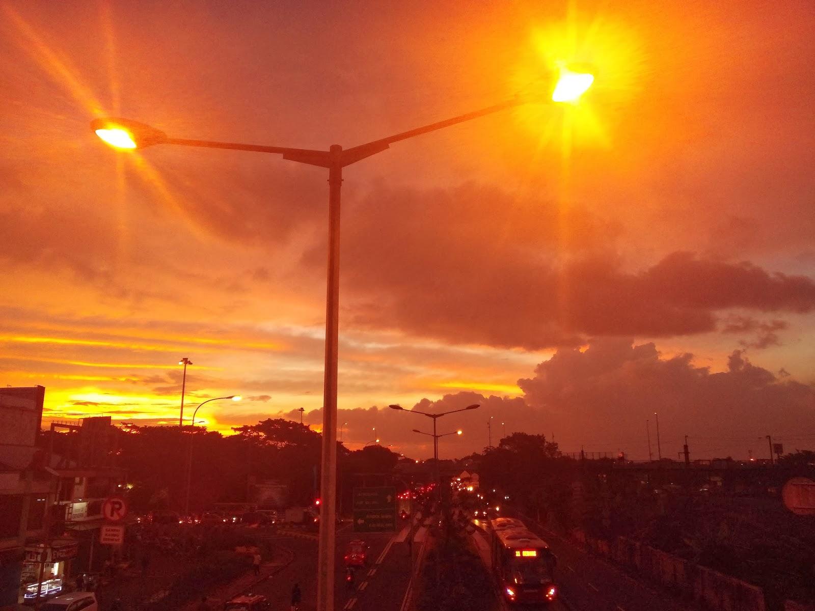 Namun jika memakai scene mode sunset hasilnya seperti senja merah Filter dari scene mode sunset dapat menangkap warna senja Cantik juga sih hanya saja