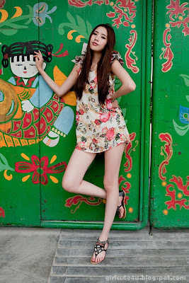 3 Li Qiaodan- cute with short skirt-very cute asian girl-girlcute4u.blogspot.com