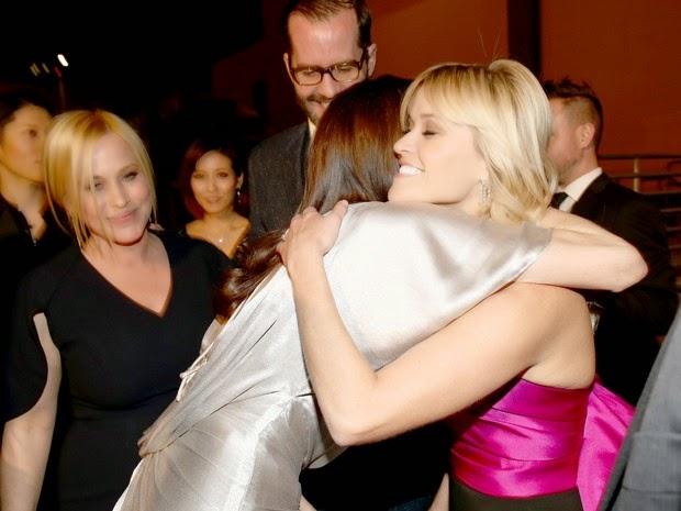Angelina Jolie et Reese Witherspoon: hug