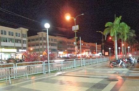 Gambar pemandangan malam di bandar Sarikei Sarawak