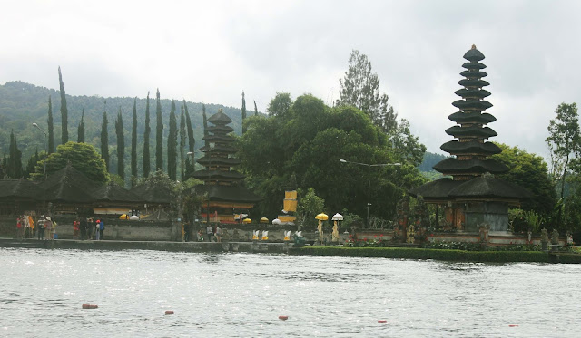 Obyek Wisata Danau Beratan Bedugul Bali