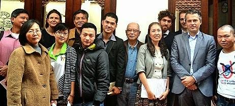 Đội lốt nhà ngoại giao nhân quyền