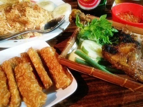 プレンクン(Plengkung) Ayam Goreng