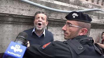 Video. In Italia è vietato manifestare il proprio pensiero. Questa è la nuova costituzione material