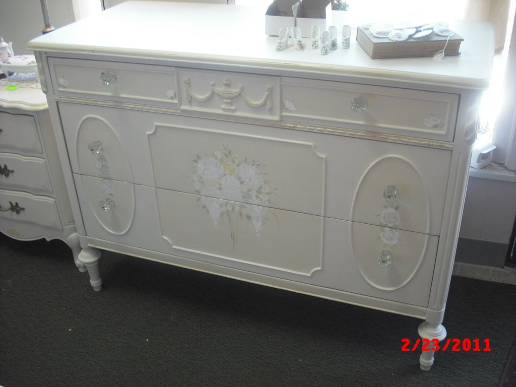 handpainted furniture blog shabby chic vintage painted furniture hand painted antique dresser. Black Bedroom Furniture Sets. Home Design Ideas