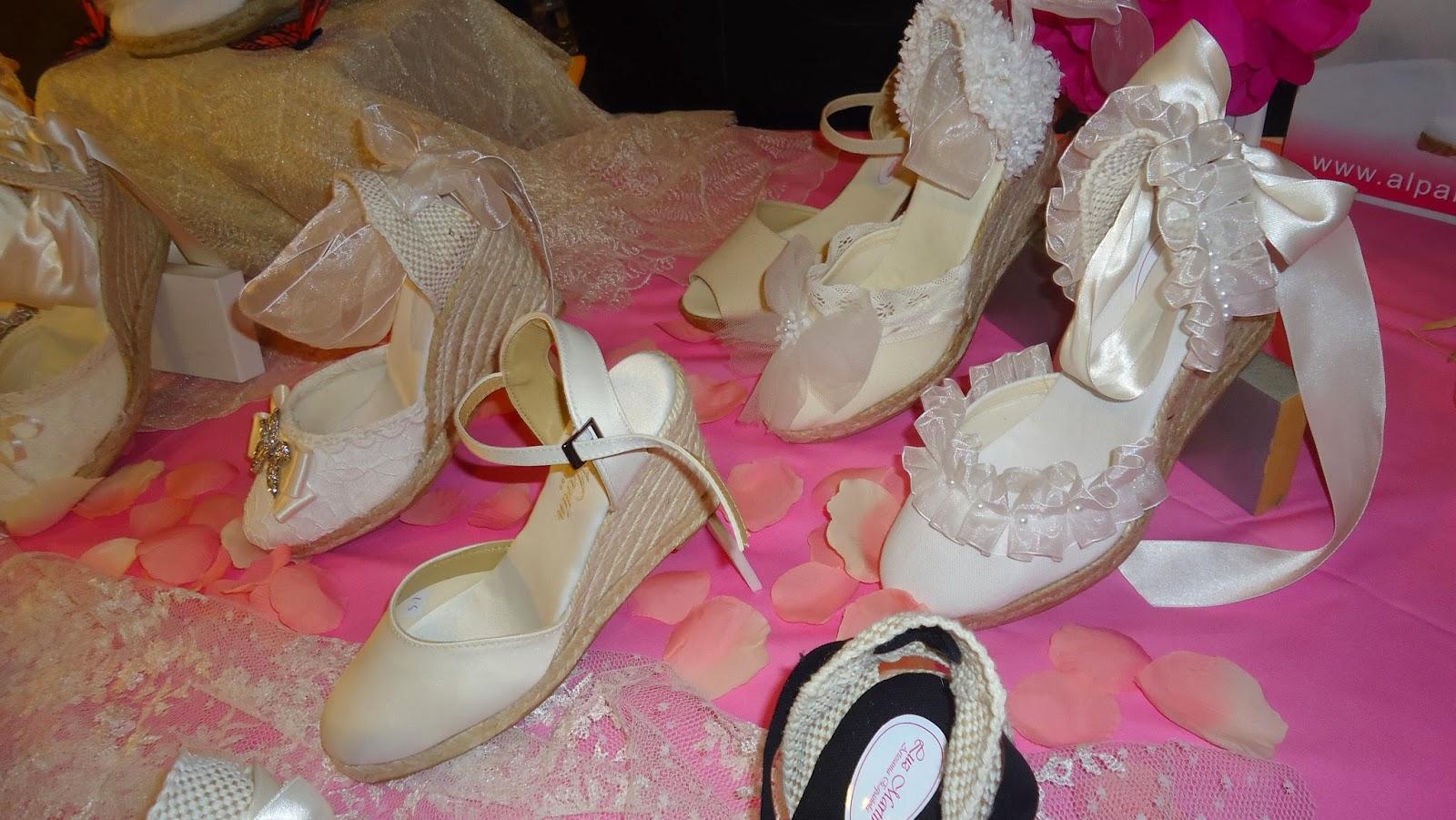 ¿Compraréis alpargatas para el baile o aguantaréis con los zapatos? Si ya os habéis casado y las llevásteis ¿dónde las comprásteis?