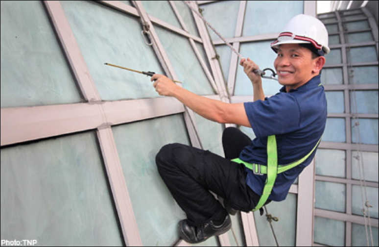 Robinson-Solutions Professional Window Cleaning: A High Rise Window ...