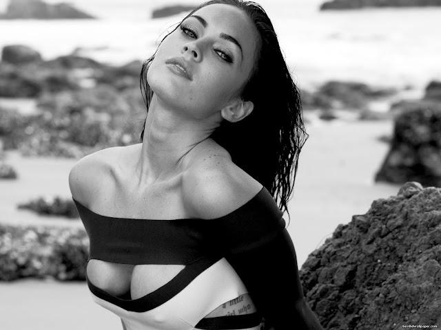 чёрно-белое фото Меган Фокс