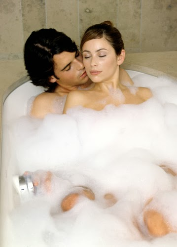 Fatto in casa preparare un bagnoschiuma naturale ed - Fare l amore in vasca da bagno ...