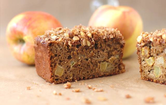 Healthy Apple Pie Bread with Walnut-Oatmeal Streusel