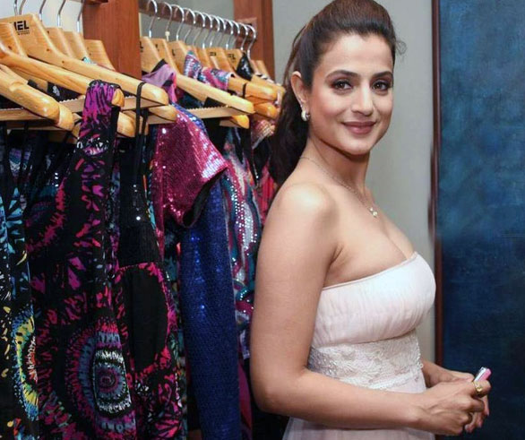 Amisha Patel - Ameesha Patel Hot Pics in different Poses