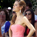 Maria Menounos likes to handle huevos with her hands and mouth