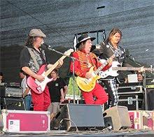 Los Slade siguen dando conciertos en directo