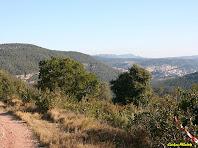Panoràmica sobre Sant Feliu de Codines i els Cingles de Bertí des de l'esplanada del Turó del Casuc. Autor: Carlos Albacete