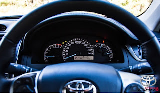 2015 Toyota Camry RZ Review Australia Interior