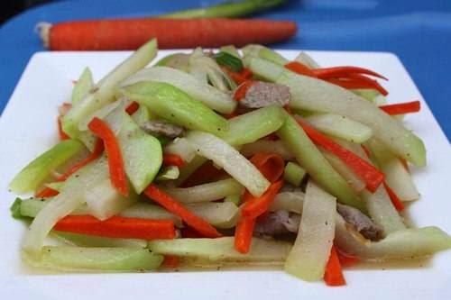 (Bò Xào Su Hào) - Stir fried Beef with Kohlrabi