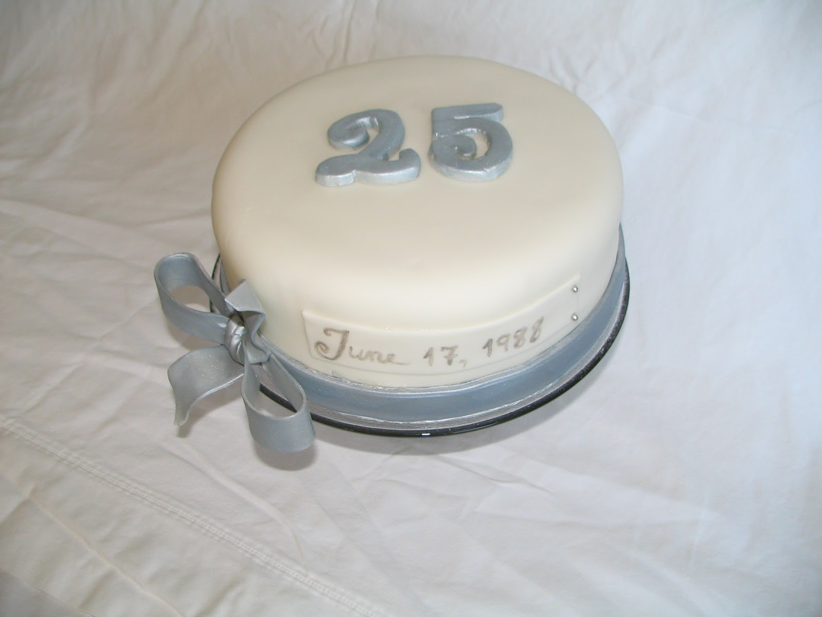 Best Anniversary Cake Images : Piped Dreams: 25th Anniversary Cake