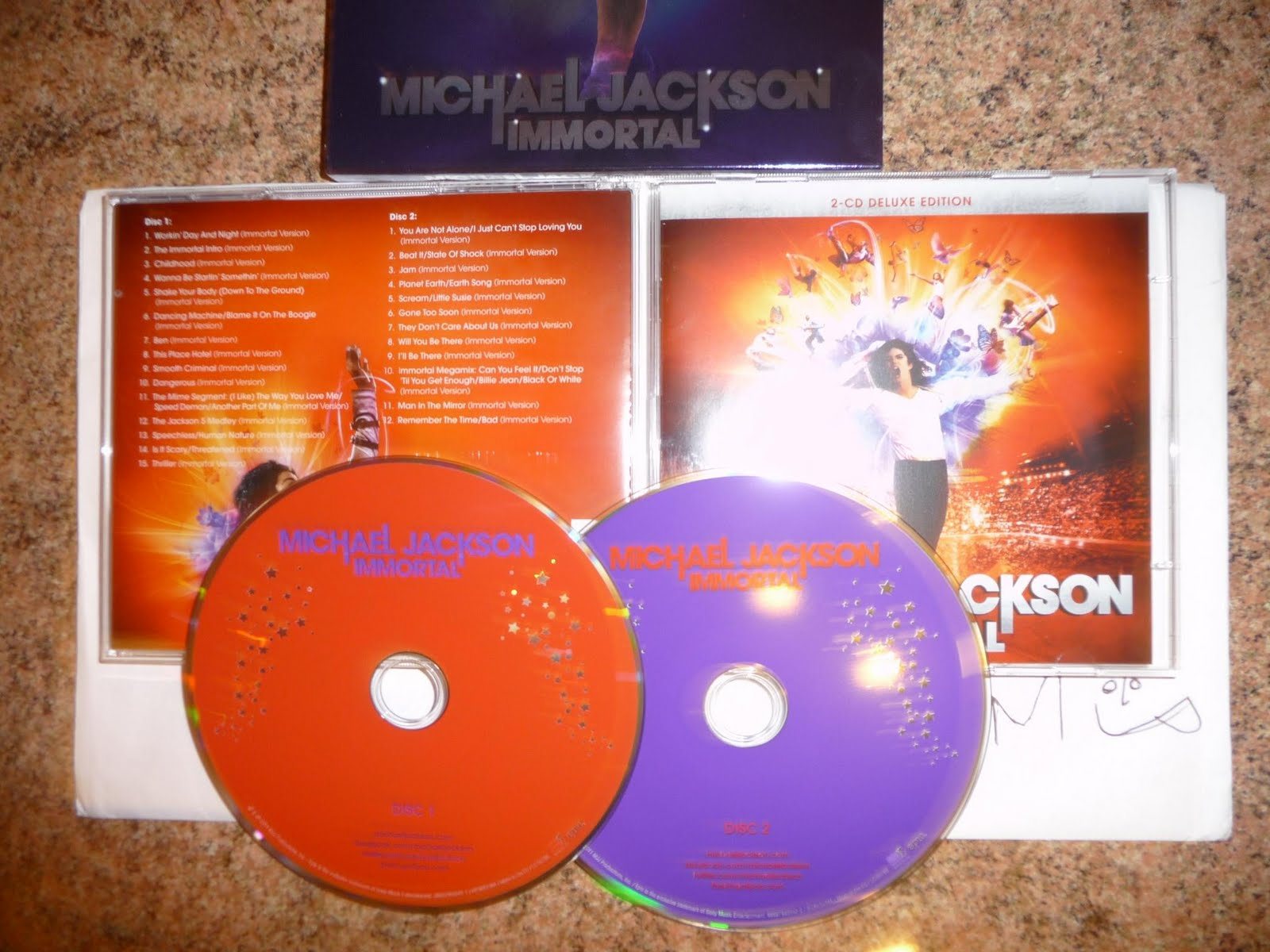 http://1.bp.blogspot.com/-4SfLE5EzbMI/TsSLCV5dY7I/AAAAAAAAT74/jo5-nvkDA7k/s1600/Michael_Jackson-Immortal-2CD-2011-BPM.jpg