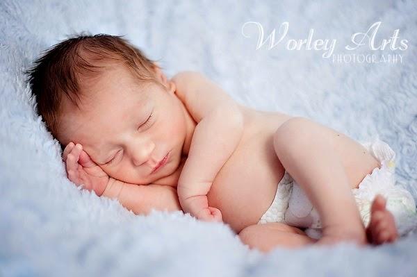 Image bébé garçon mignon qui dort