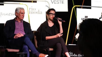 2 Fashion Girls  Rio Moda Discute Internacional 2015 - A moda que ... 697ee6f250286