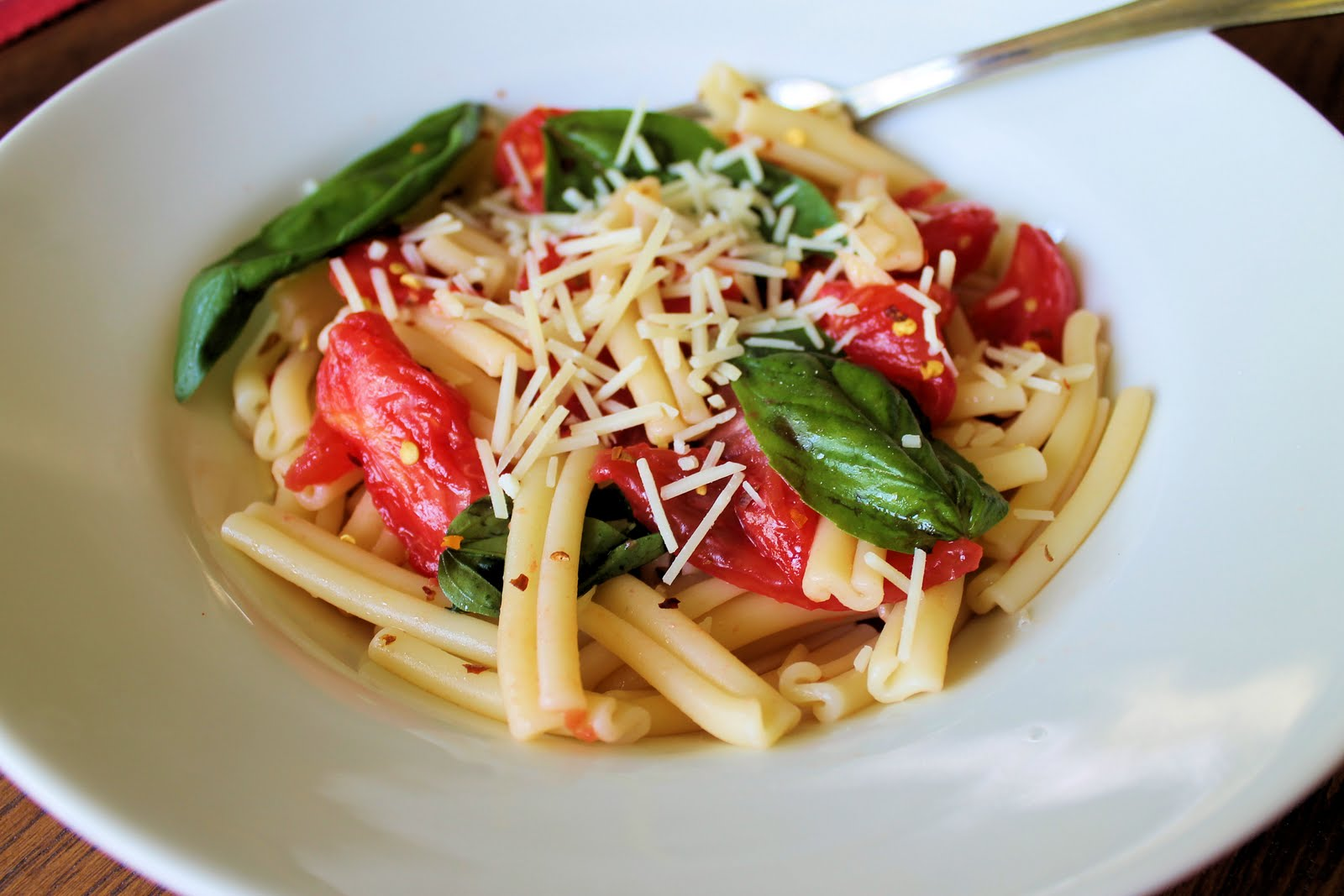 Savoir Faire: Pasta with Uncooked Filetto di Pomodoro and Extra Basil