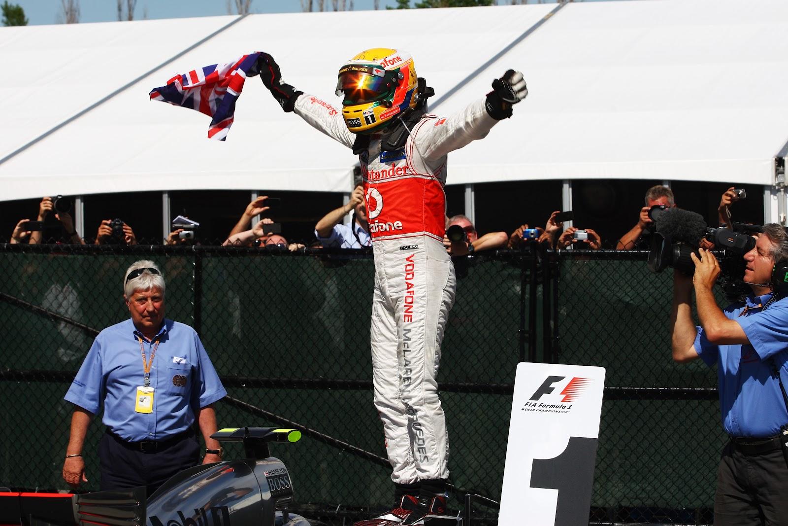 http://1.bp.blogspot.com/-4TN0KjC123o/T9aQE4VfBHI/AAAAAAAAbYk/f021kXghhXU/s1600/21Race+winner+Lewis+Hamilton+(GBR)+McLaren+MP4-27+celebrates+in+parc+ferme..jpg