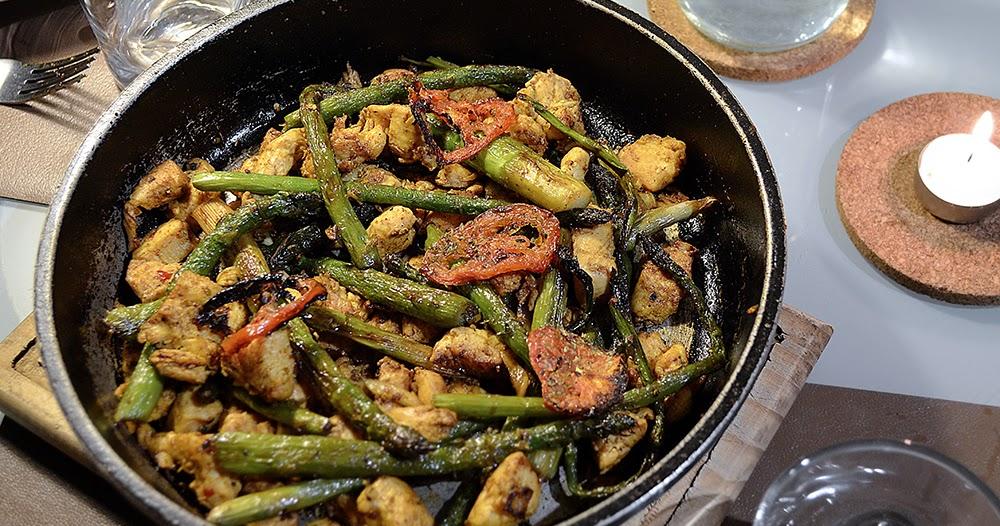 Receta de pollo al curry con esp rragos salteados y for Maneras de cocinar espinacas
