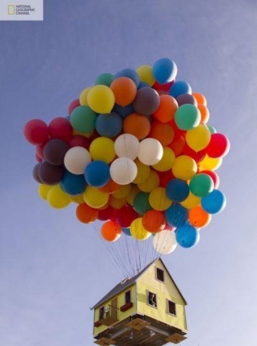 شاهدوا بالصور: ناشيونال جيوغرافيك تقوم بمحاولة ناجحة لصنع بيت البالونات الطائر 201209192025242510