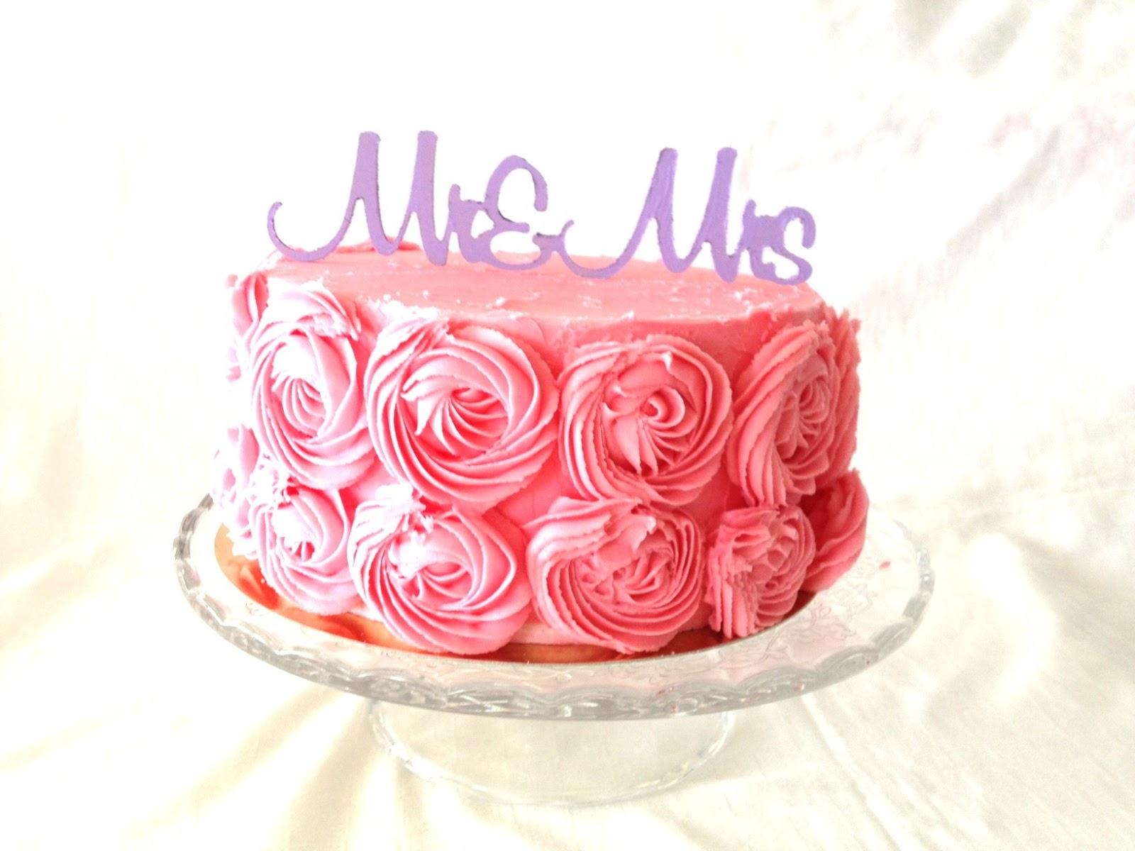 http://le-cose-animate.blogspot.ro/2014/01/mr-si-mrs-cake-topper-torturi-speciale.html