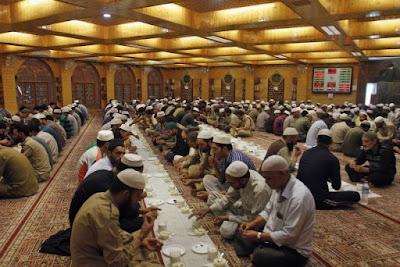 buka puasa di masjid afdhal