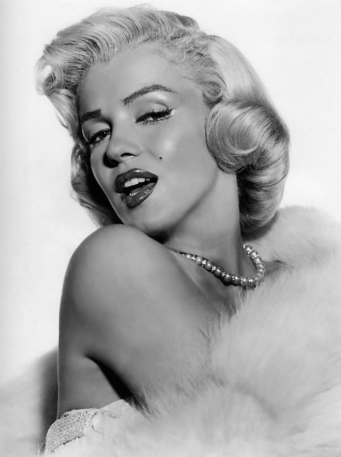 an analysis of the topic of the marilyn monroe hollywood actress She was the ultimate screen goddess, the biggest sex symbol ever to come out of hollywood and almost 50 years after her death, marilyn monroe remains an unrivalled.