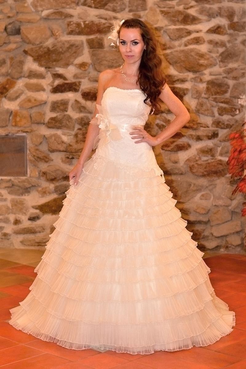 fb2b5e5239a Jak si vybrat šaty na ples   maturitní ples   do tanečních - video ...
