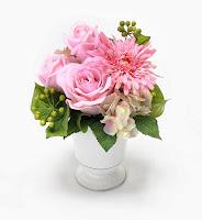 ガーベラとバラのピンク系アレンジメント