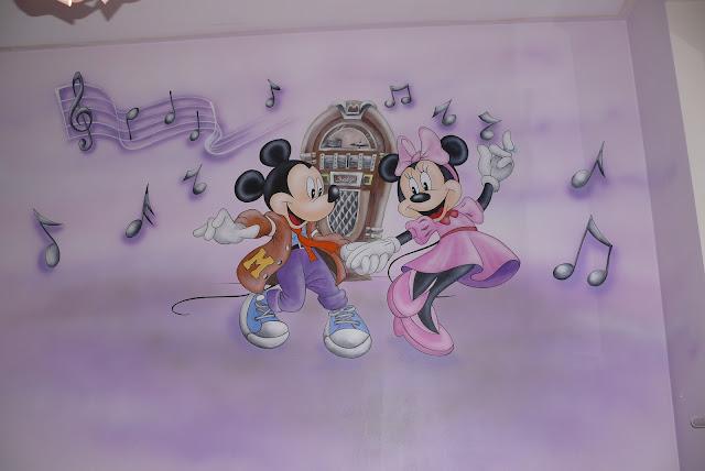 Aranzacja pokoju dziecięcego, dekoracja ścienna, artystyczne malowanie ściany