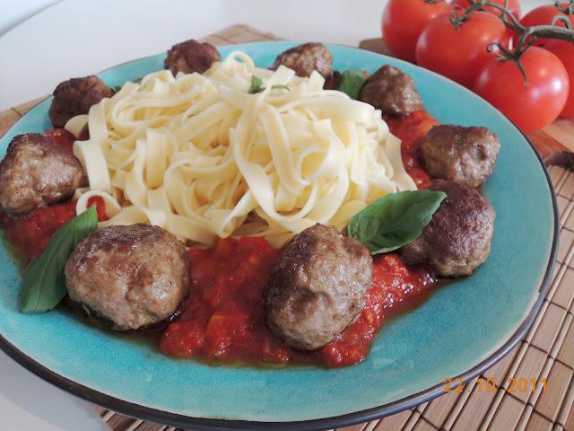 Kjøttboller og pastasaus