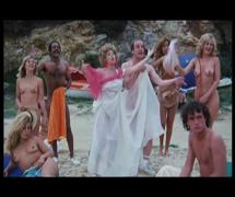 Mon curé chez les nudistes (1982)7