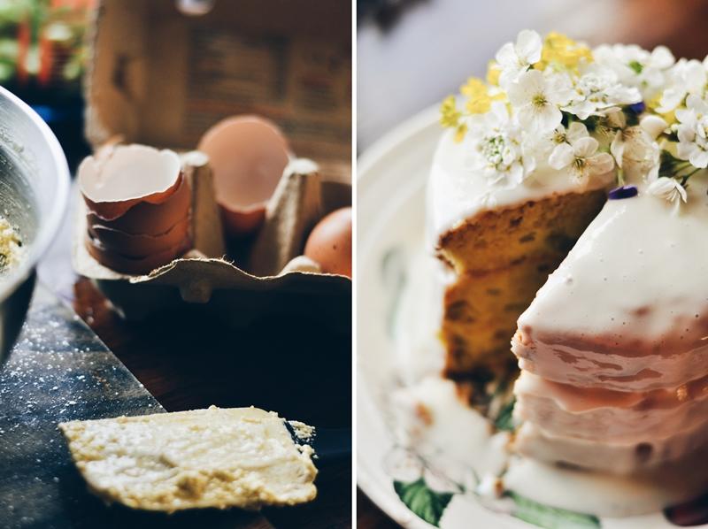 rabarberu kūka ar lauku ziediem // rhubarb cake with wild flowers
