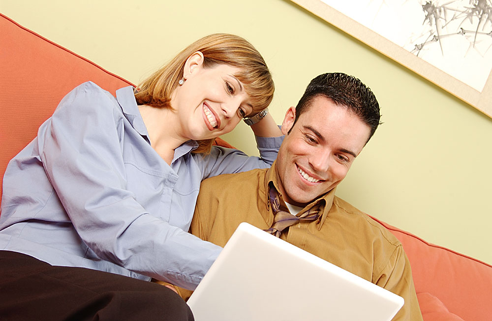 falling in love internet dating Why join blacksinglescom finding someone and falling in love is hard at best we hope to make your search easier at blacksinglescom we bring single black women and men together in an online atmosphere conducive to dating and building relationships that will last.