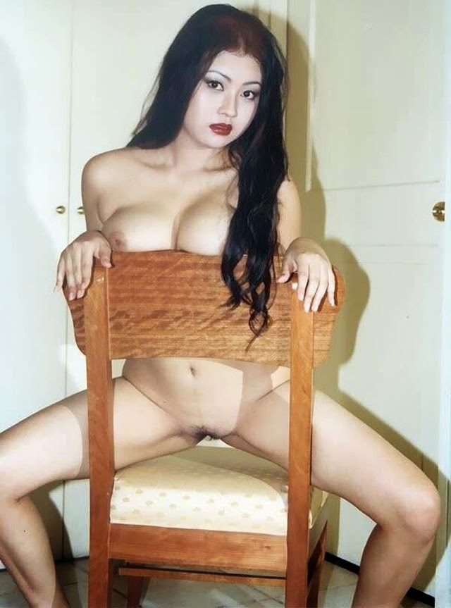 Part 4 - Koleksi Model Telanjang Kiki Pritasari